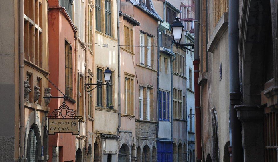La rue des Bons commerces