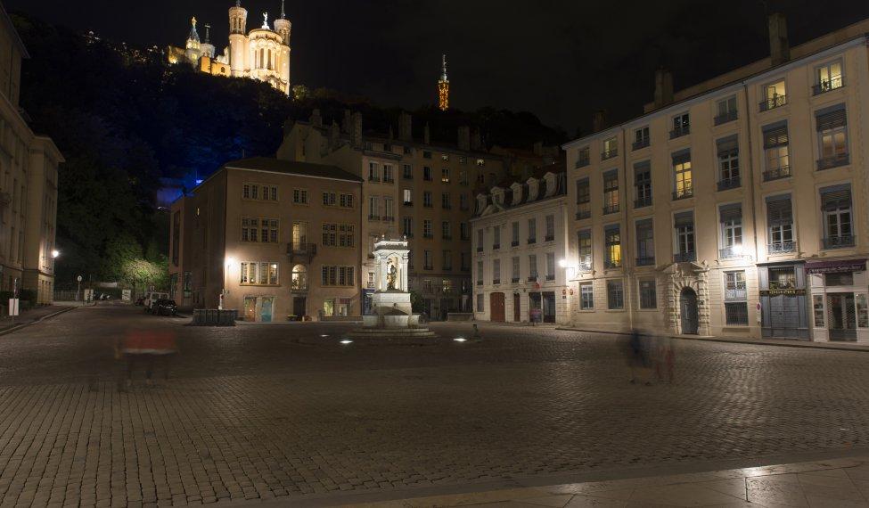 Fourvière, vue de la Place Saint Jean dans le Vieux-Lyon
